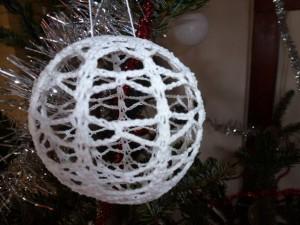Boules de Noël dans crochet Boule-au-crochet-300x225